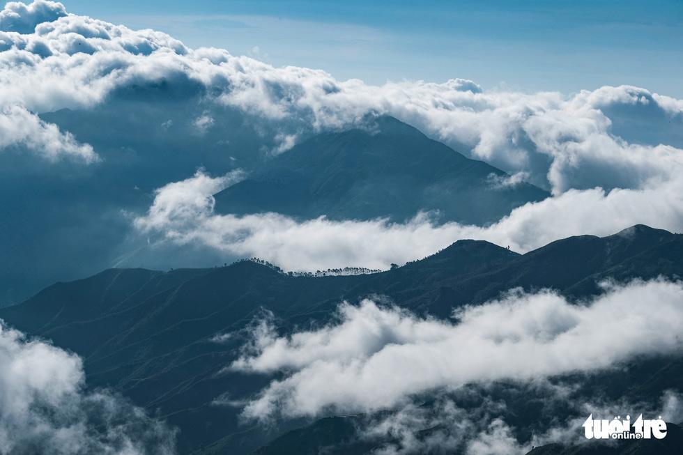 Biển mây ôm núi, vờn gió ở Háng Đồng - Ảnh 3.