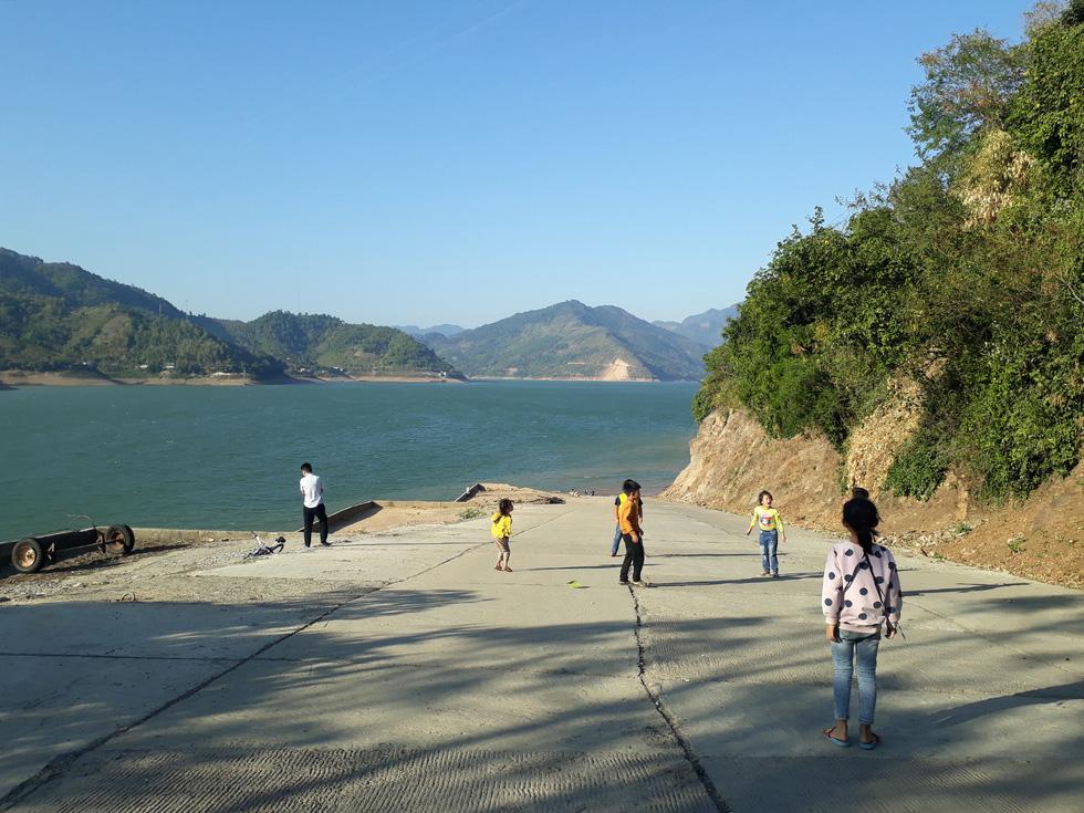 Cảnh đẹp thần tiên trên dòng sông Đà huyền thoại - Ảnh 2.