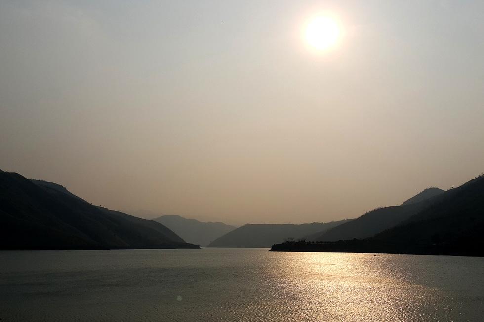 Cảnh đẹp thần tiên trên dòng sông Đà huyền thoại - Ảnh 4.