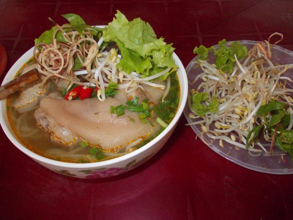 Hai món ngon ăn hoài không chán ở xứ Huế - Ảnh 2.